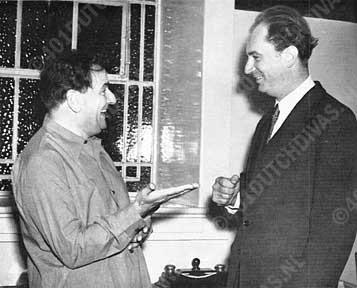 met dirigent Rafael Kubelik, die lief en leed met hem deelde gedurende hun tournée door Amerika