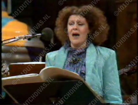 Lucia Meeuwsen in To you van Peter Schat, o.l.v. Kenneth Montgommery. Holland Festival 1987, Amsterdam Concertgebouw