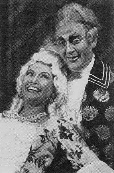 Anneke van der Graaf als Manon, Anton Eldering als Geronte in Puccini's opera Manon Lescaut, Opera Forum, 1961