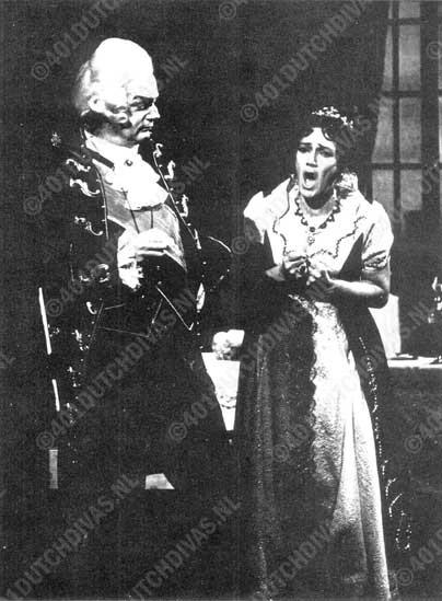 Jan Derksen als Scarpia en Gerry de Groot als Tosca, foto Maria Austria, Amsterdam, seizoen 1972-'73