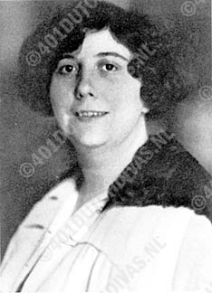 Greta Santhagens-Manders (1891-1976)